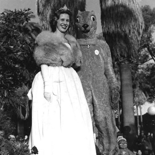 1961- Homecoming Queen with Goldy